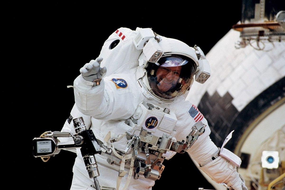 Dipl.-Magazin: Wie wird man Astronaut? (001)